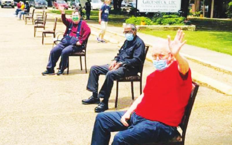 Groesbeck LTC residents enjoy community parade